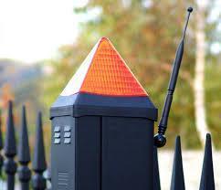 Сигнальная лампа на воротах фото