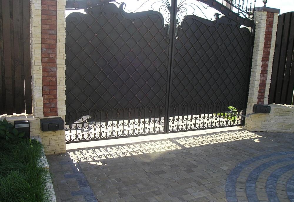 Распашные ворота пример фото