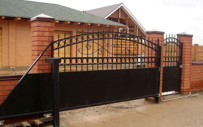 Відкатні ворота консольного типу приклад
